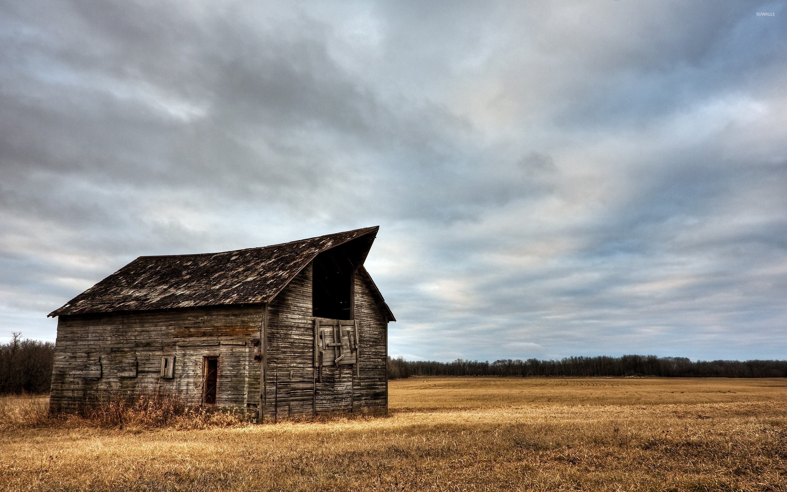 Abandoned-Wooden-Barn-On-A-Clouded-Day-48707-2560×1600-Wallpaper