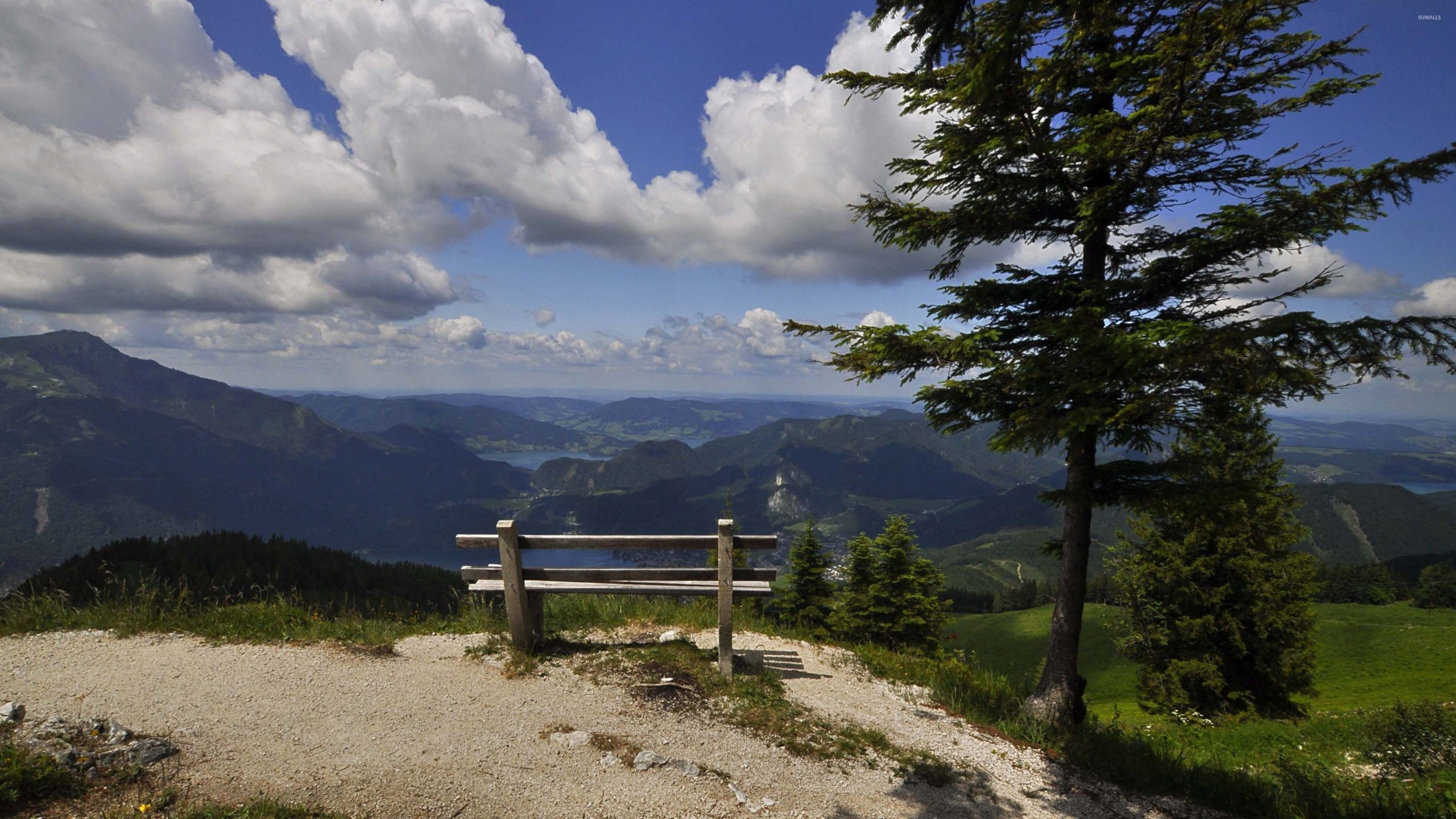 Bench-on-the-edge-of-the-mountain-3840×2160