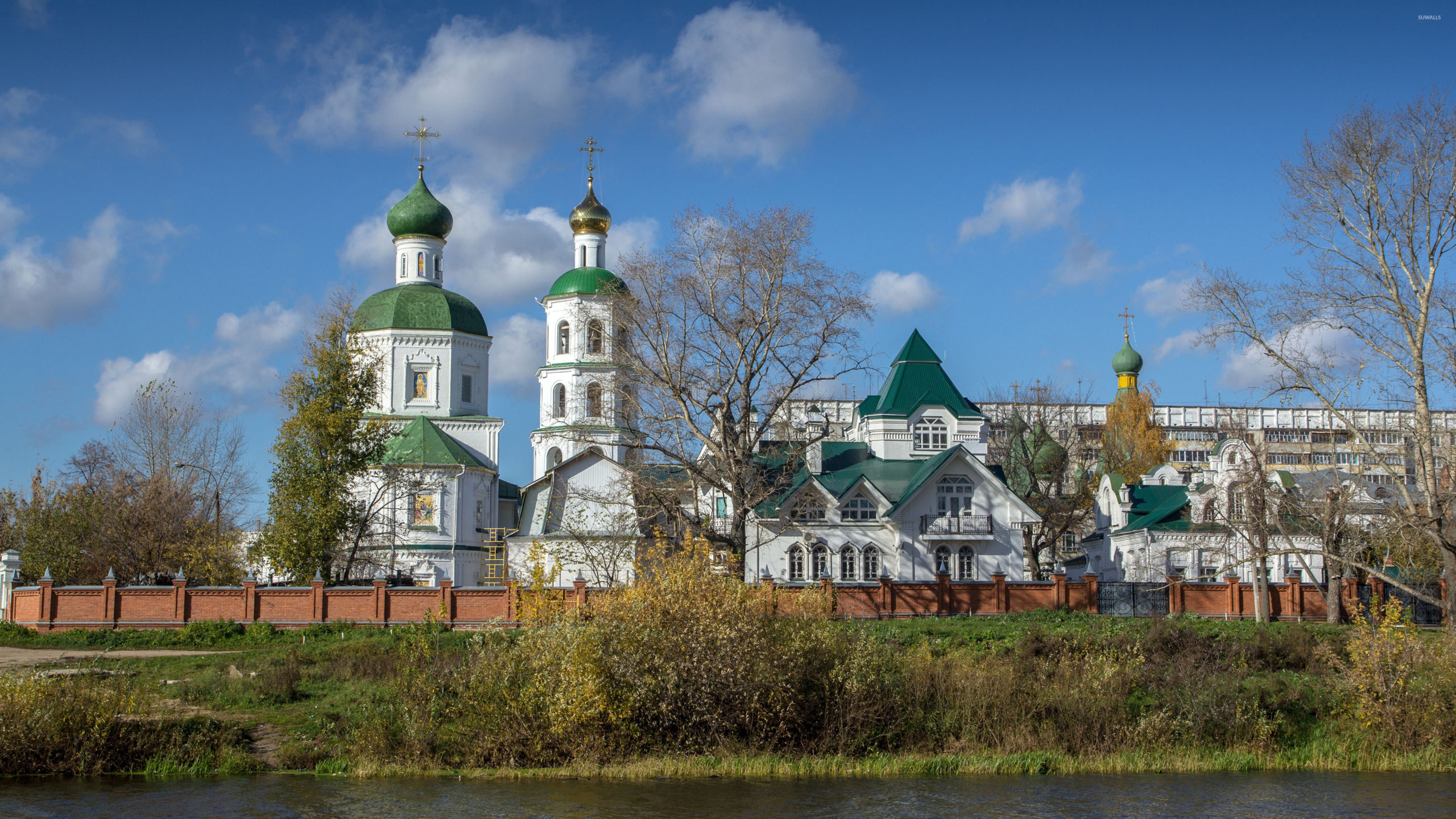 Orthodox-Church-On-The-River-Side-39471-3840×2160-Wallpaper