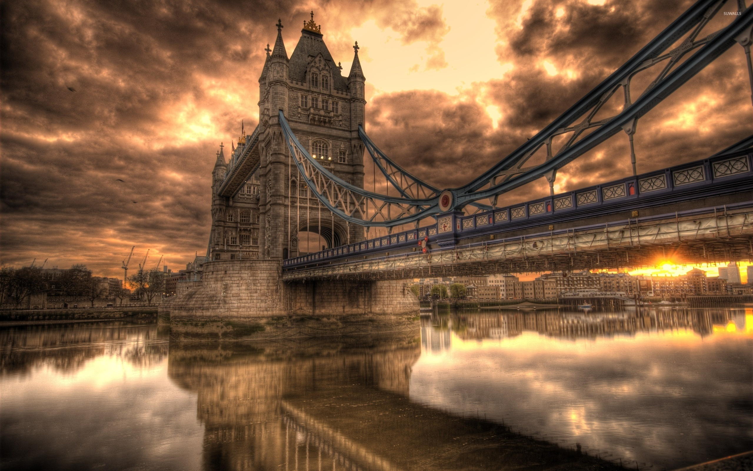 Sunset-Clouds-Above-The-Tower-Bridge-49339-2560×1600-Wallpaper