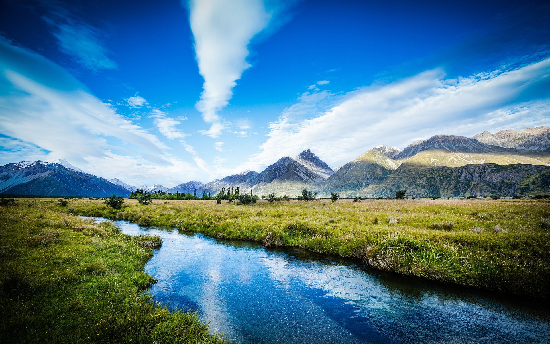 Download Amazing View Of The Mountains 001
