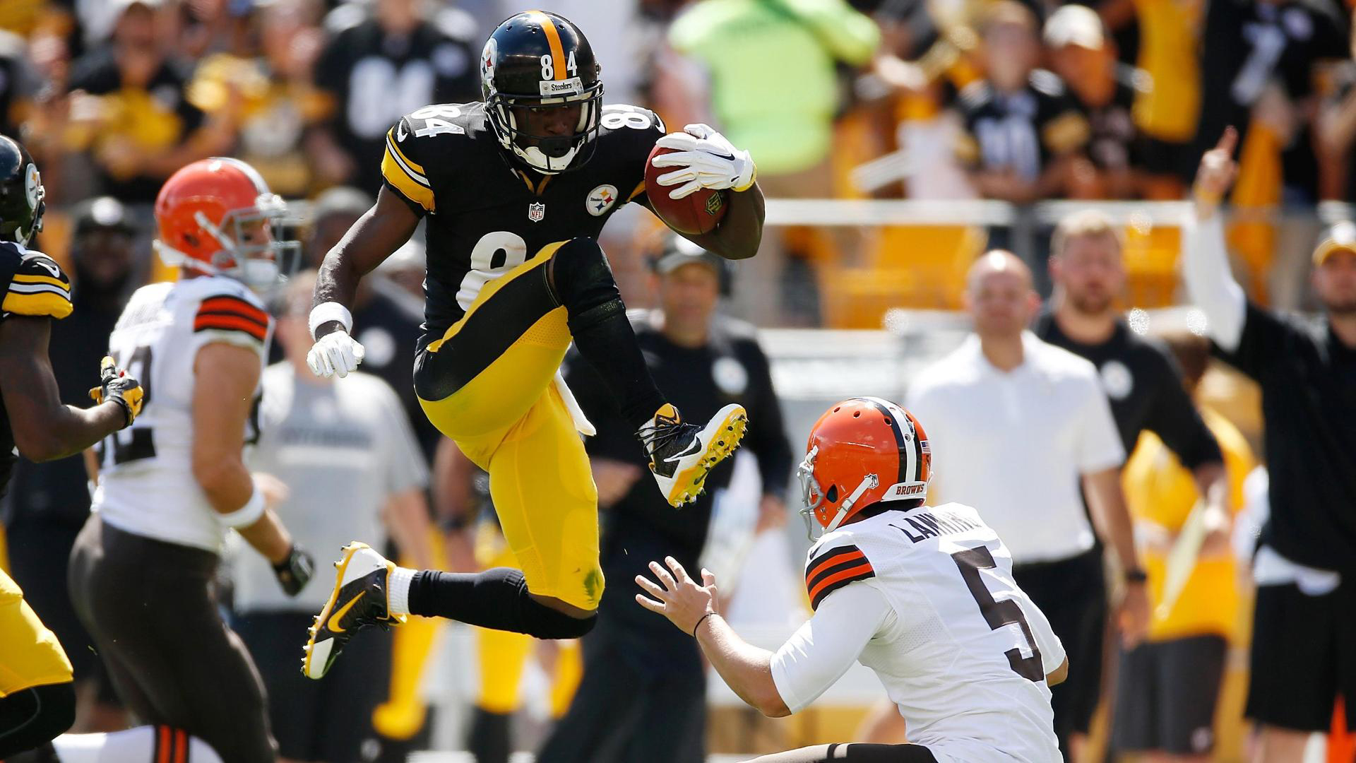 Download Cleveland Browns American Football Antonio Brown Jumping With Ball Hd Cleveland Browns