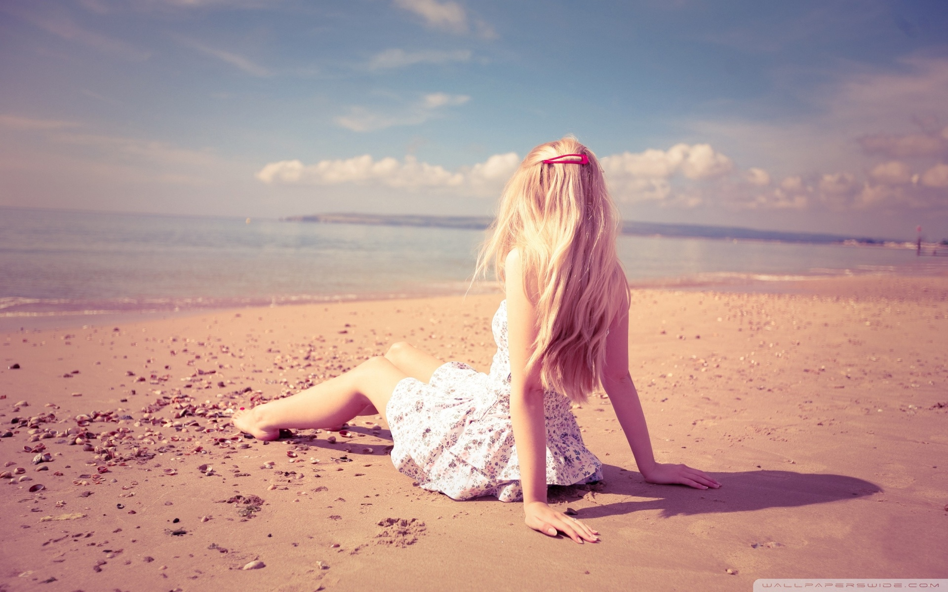 Download Hot Blonde Girl On The Beach Wallpaper 1920x1200