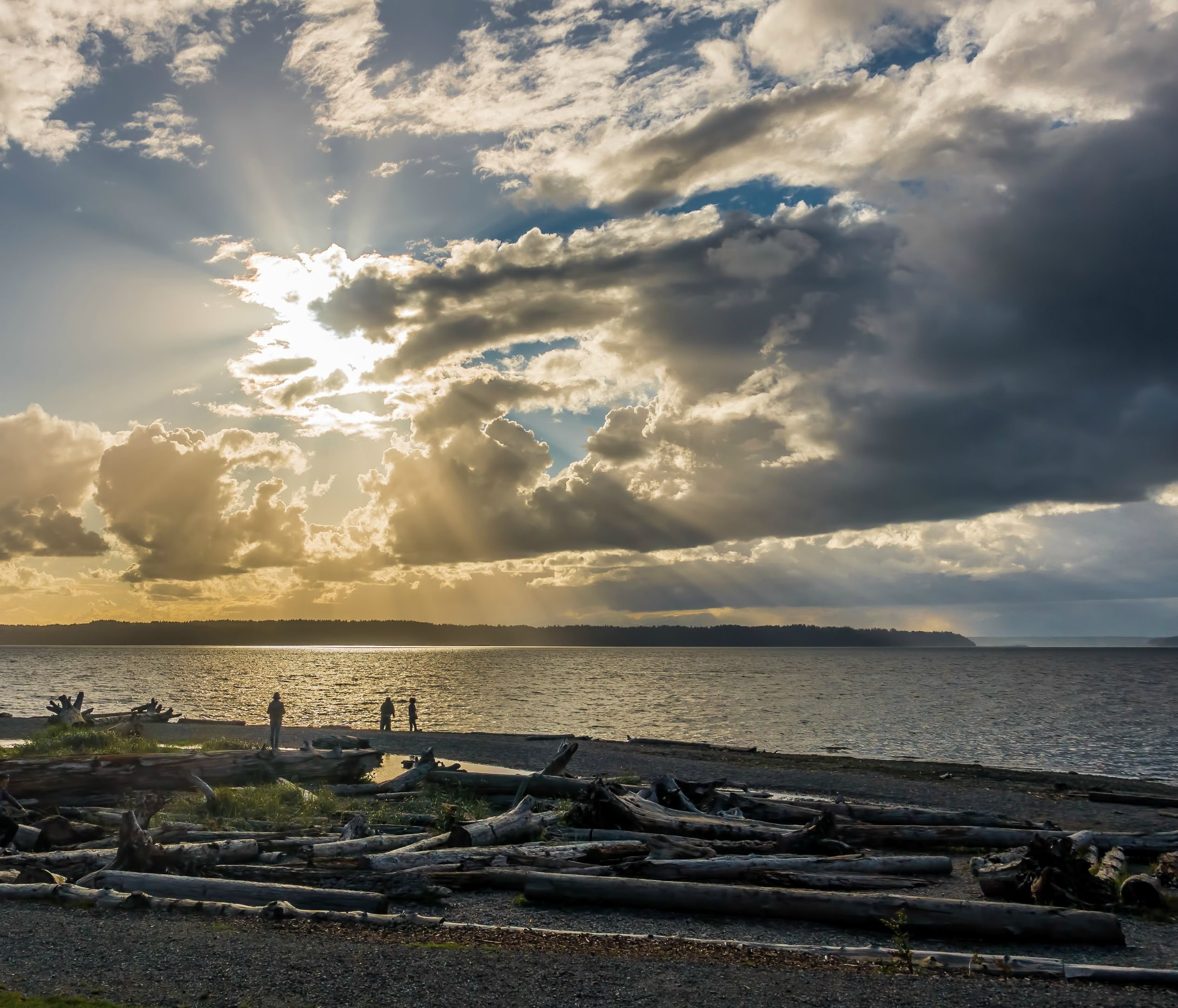 Download Rays Of Light Over The Puget Sound