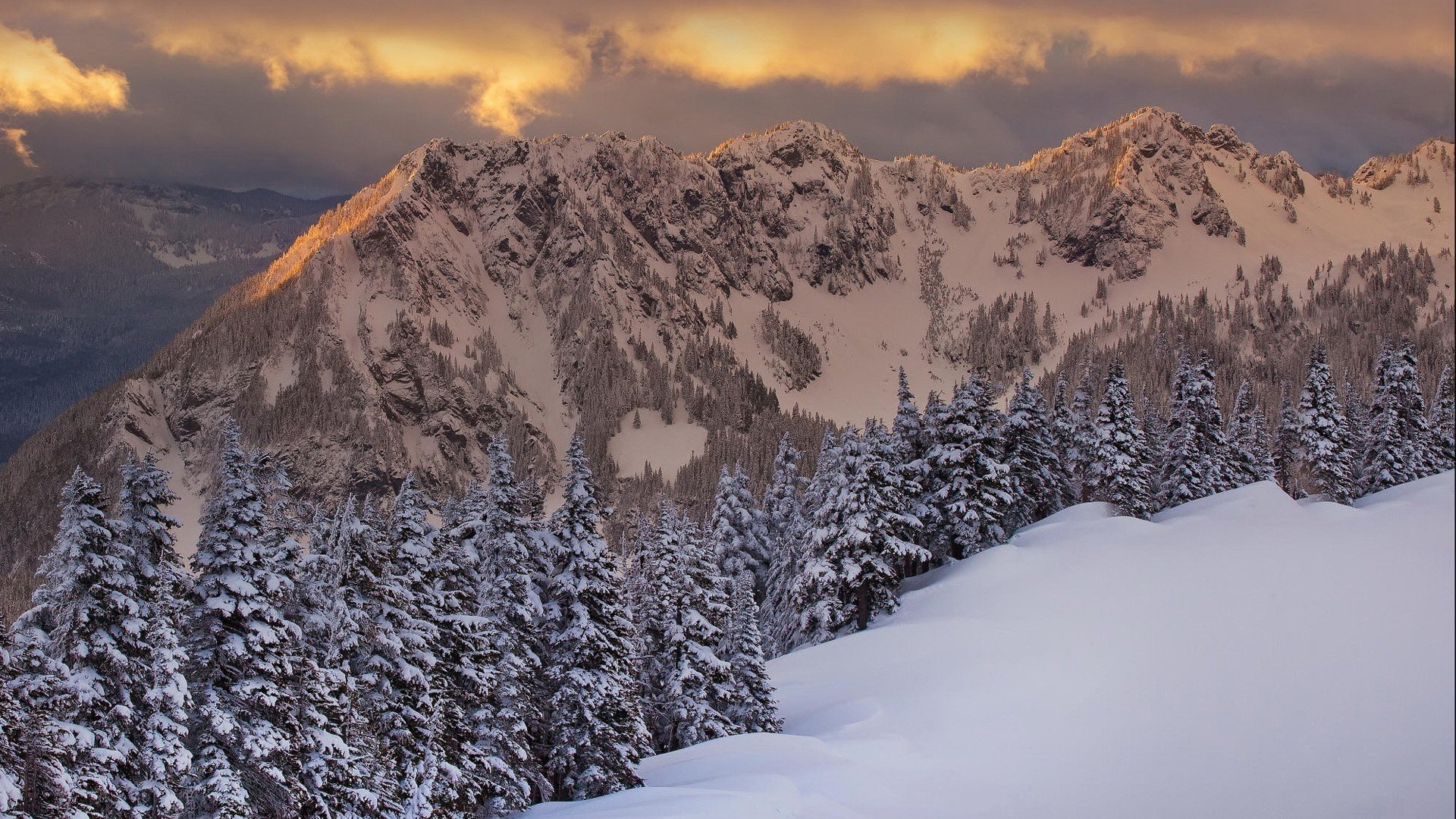 Download Sowy Mountains In The Morning Light Wallpaper